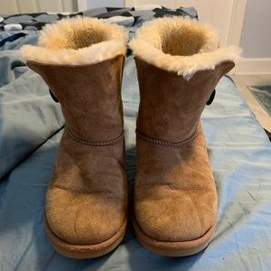 Uggs size 6.5. Great condition.